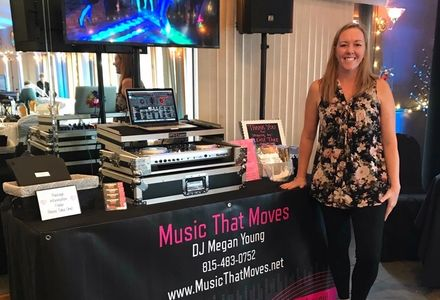 Megan Grassel with Music that Moves at a wedding expo