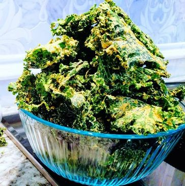 kale chips. Vegetable. healthy snack.