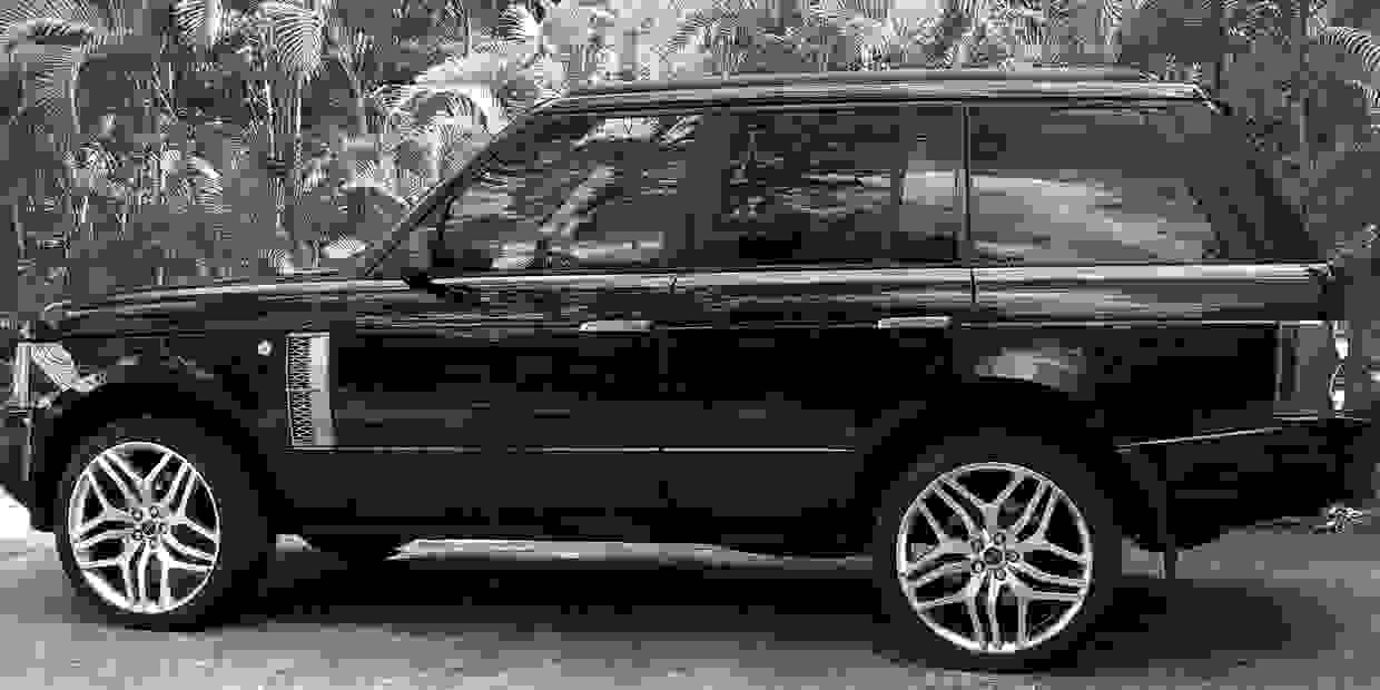 Sunshine Coast Airport Transfers Range Rover Limo waiting for Brisbane bound passengers