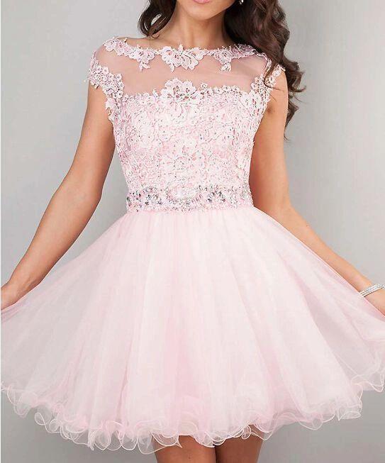 chica usando vestido de 15 corto de color rosa