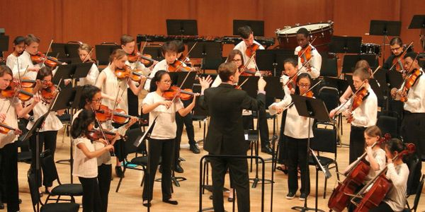 Matt Stutzman conducts the DUSS Intermediate String Orchestra at Baldwin Auditorium