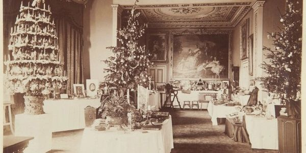 (Photograph of the dining room at Osborne House, Christmas 1873. Royal Collection, RCIN2103818)