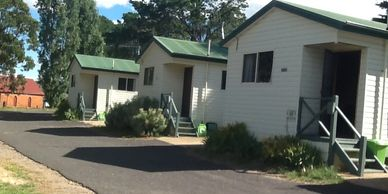 Ensuite Cabin at Rainbow Pines Old Adaminaby. Self contained accommodation for trout fishing
