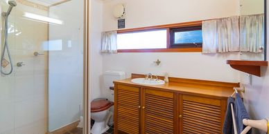 2 Bathrooms. Group Accommodation Snowy Mountians