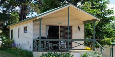 Deluxe Cabin at Rainbow Pines. Self Contained accommodation in Old Adaminaby. Near Selwyn Snow