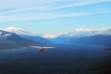 Cessna 172 over Kootenay Lake
