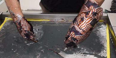 In thủy văn, sơn nhúng, sơn carbon còn được gọi là In chuyển nước, cho phép các mẫu và thiết kế