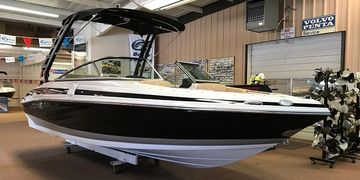 Crownline 225SS Boat