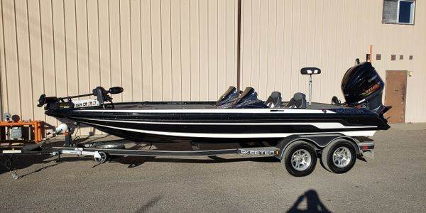 2018 Skeeter ZX 250  Yamaha 250 30 Hours Black and White