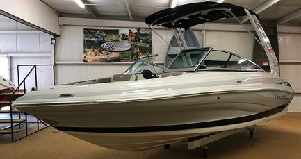 Crownline 215SS Boat