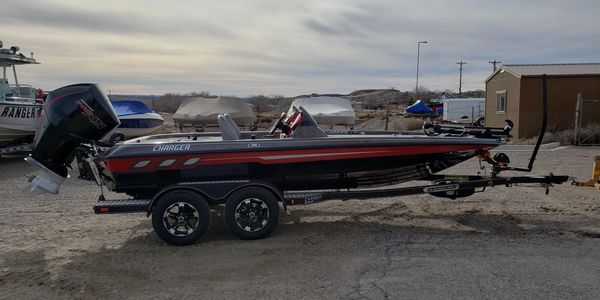 Charger 198 Elite Champion Mercrury 225 V8 Four Stroke Bass Boat