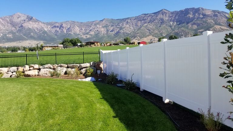 Vinyl Fence in North Ogen