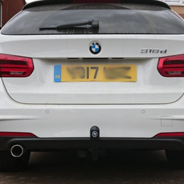 BMW 318d Estate 2017 with a Tow-Trust detachable towbar