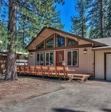 Adorable Tahoe chalet with vaulted pine ceilings, short walking distance to the lake and beaches.