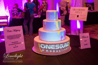 Projection mapped wedding cake at Granberry Hills in San Antonio