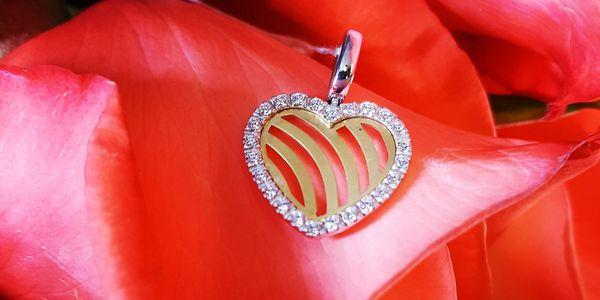 18K heart pendant with cubic zirconia frame