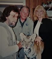 Jim Fowler and Tiger visits Catherine Miller Designs Gallery.
