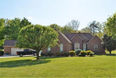 Amazing 3+bd 3ba golf front home on Deer Creek Golf Course. Great outside grill entertainment area.