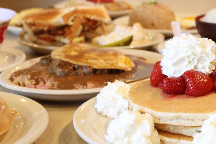 Kaneohe restaurant serving pancakes, waffles & loco mocos for breakfast, brunch and lunch.