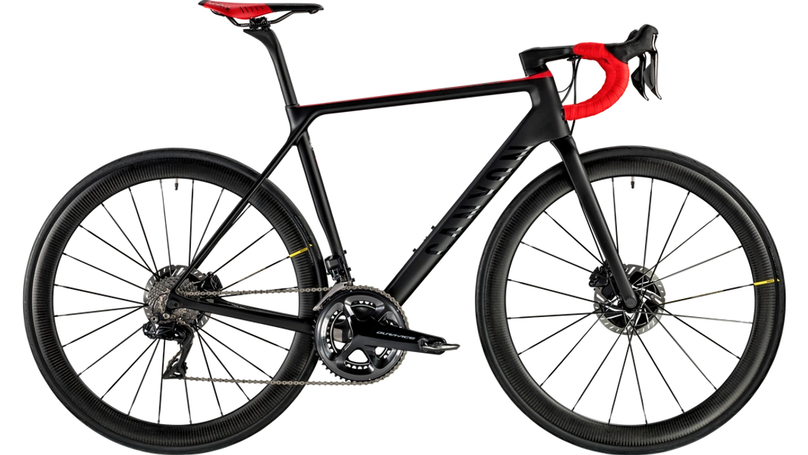 At only 6,9 kg, it's one of the lightest disc road bikes on the market. The frameset's carbon layup