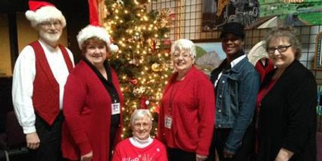 Lobby volunteers help spread holiday cheer