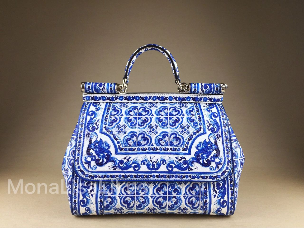 Blue Majolica print started a whole era of Majolica designs in DOLCE & GABBANA bags portfolio. This design still makes eveyone turn around to its owner