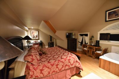 Ontario Couples Resort, Stoney Lake Couples Resort, Ontario Country Inn, Peterborough Country Inn,