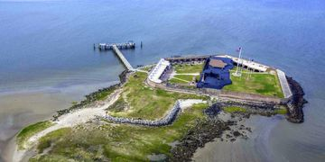 explore fort Sumter in Charleston harbor with Chucktown tours boat tours