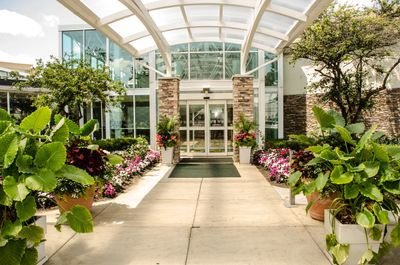 Holiday Inn Elk Grove Village Offers Rev. Pam's Couples An Exclusive Discount on Room Rate & Food