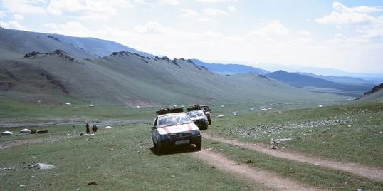 Convoy of old bangers in Western Mongolia on the Mongol Rally