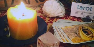 Tarot and Astrology psychic readings. Parties, intuitive classes. Free forecasts and zodiac updates