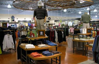 Retail store fixture teardown and demolition services