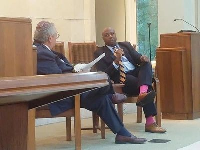 Senator Tim Scott speaking at the Beth Yam Congregation on HHI. Photo {Dan Hunt/Bluffton Today}