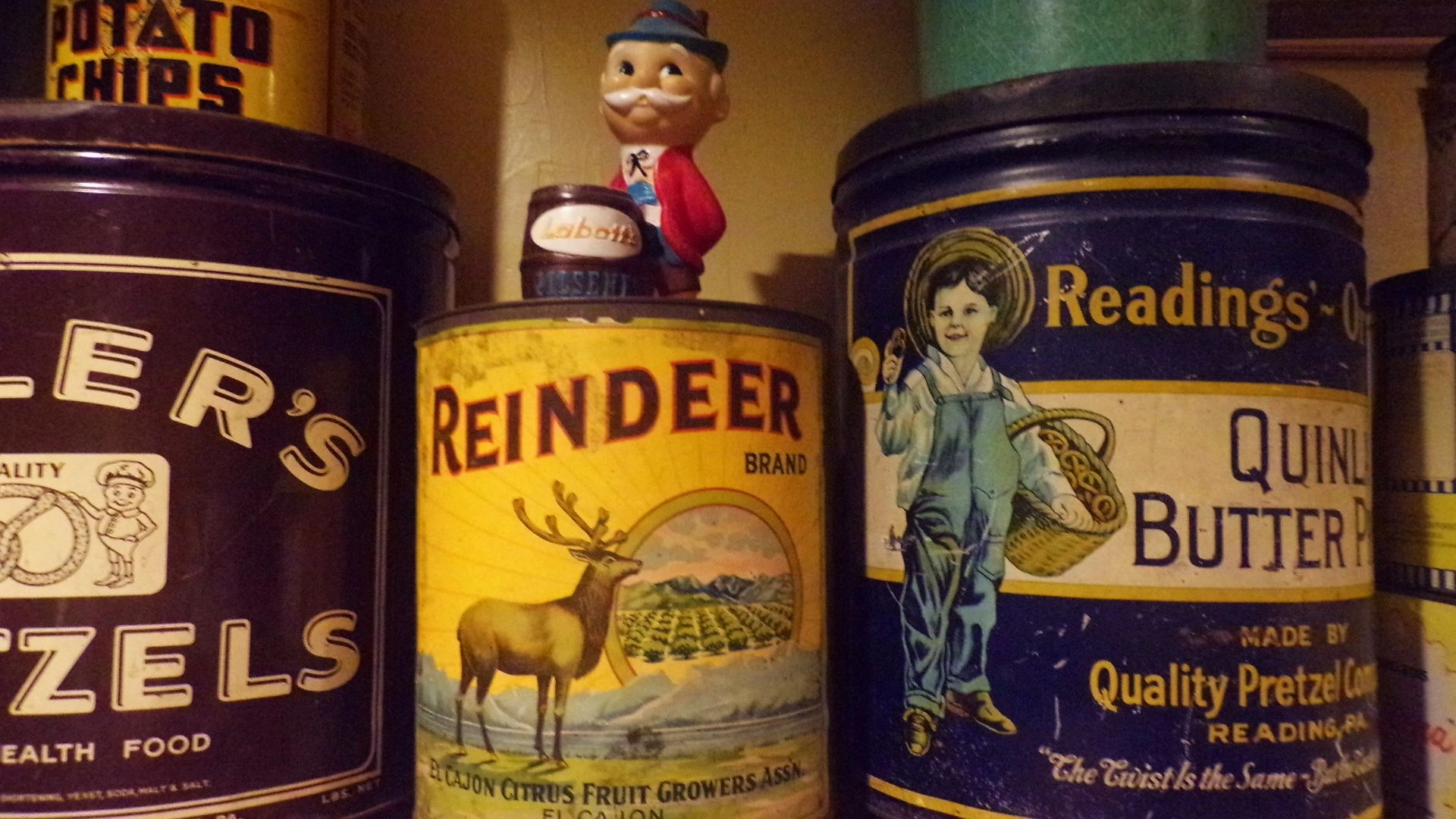 We buy collections of old snack tins, candy and snack cans. Email jefflebo@aol.com to sell yours.