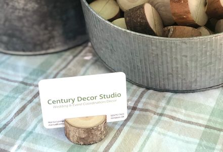 wood round placecard holder