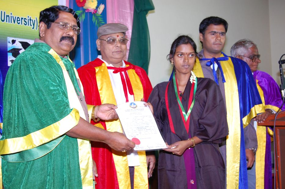 DR S R J COLLEGE FIRST GRADUATION DAY FELICITATED BY THE TNTEU VICE CHANCELLOR DR T PADMANABAN.