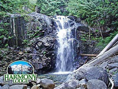 vacation rental with hot tub vacation lodging near Stevens Pass and Skykomish River pet friendly