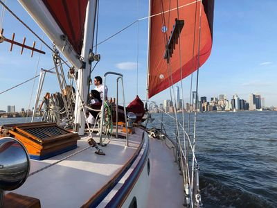 The Genesis of Narwhal Yacht Charters sailing along the New York City skyline!