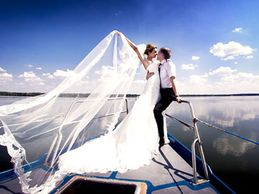 Nashville weddings on the water aboard the Vagabum RiverShip.