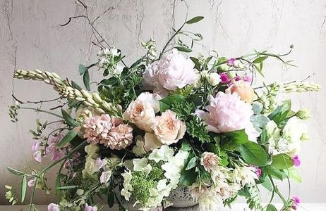 Country garden english rose floral arrangement