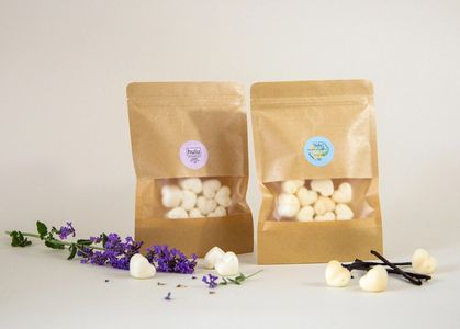 Soy melts in bags with vanilla and lavender.