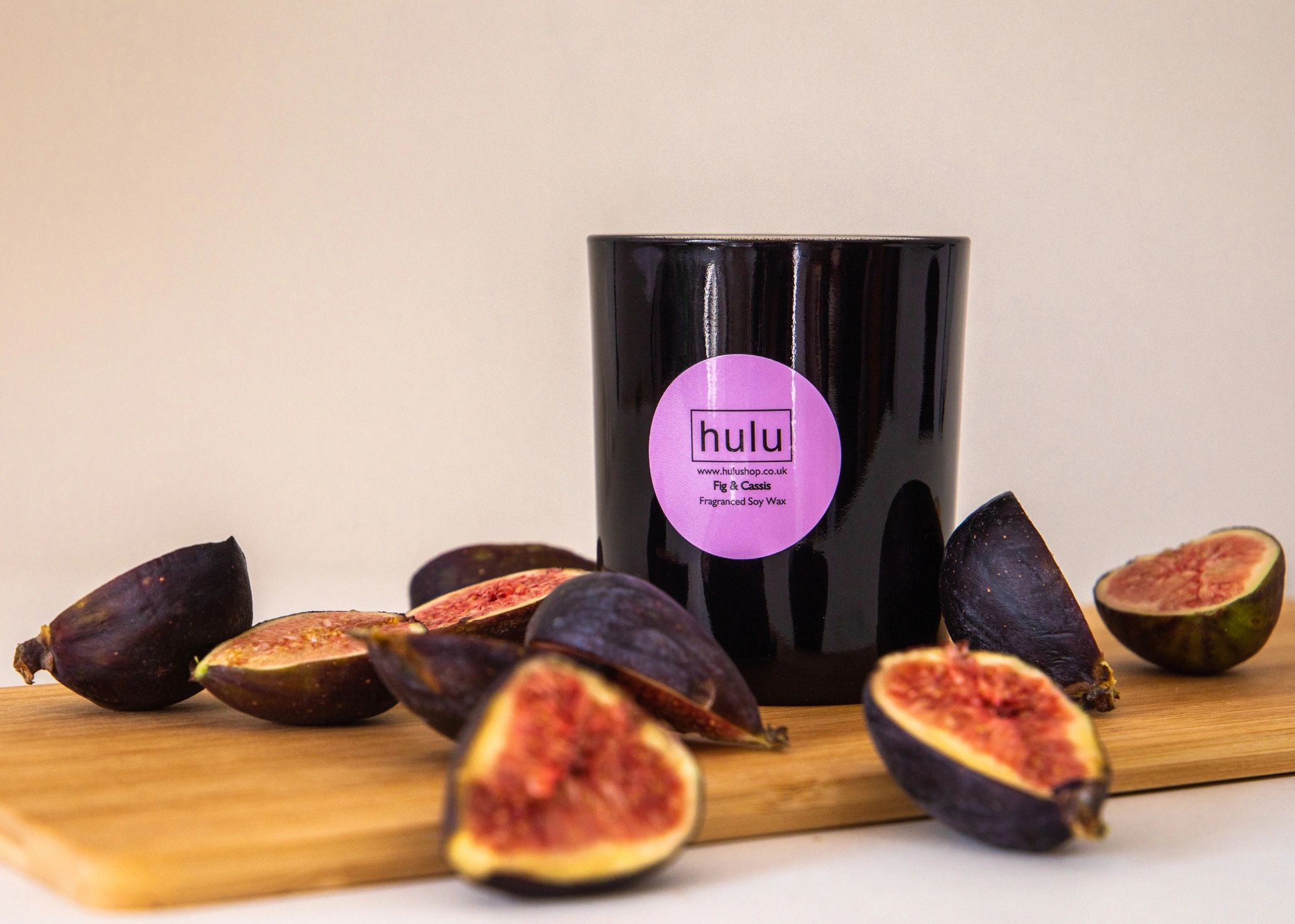 Fig and cassis candle with fresh figs.