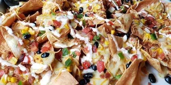 nachos, late night menu, drinks, pool table, downtown Des Moines