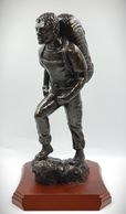 PTI_figure_model_gift_presentation_PT-Corps_figurine_army_physical_training_instructor_leaving_gift