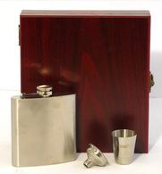 personalised hip flask gift set engraved in tidworth reads gifts and services