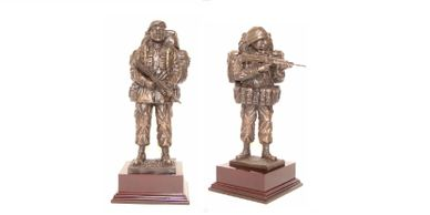 standing soldier models, military gifts, presentation engraved in tidworth british army