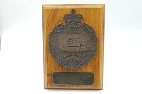 royal_tank_regiment_plaque_wooden_shield_military_presentation_regimental_leaving_gift_tidworth
