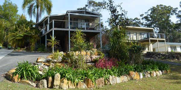 Blenheim Beach House - across the road from the beach. Just down the road to Hyams Beach.