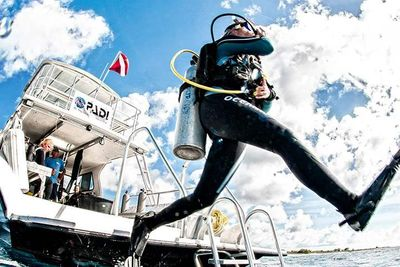 Scuba classes, Crystal Blue Diving Lake In The Hills Illinois  Boat Diver, Master Scuba Diver