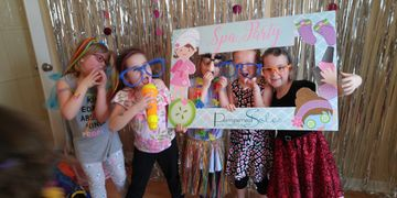 party frame, photo prop, photo booth, mobile spa, weddings, bachelorettes, kids party, kids parties